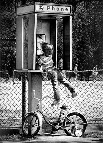 Telefono y niño